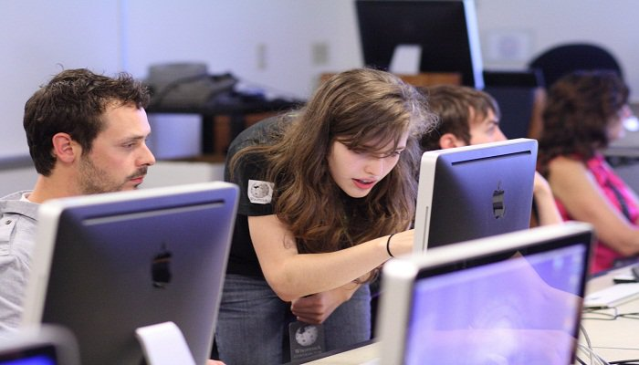 the advantages of taking online classes The pros and the cons of taking online college classes is an distance learning the right path for you well, that depends on you this article will help you decide.